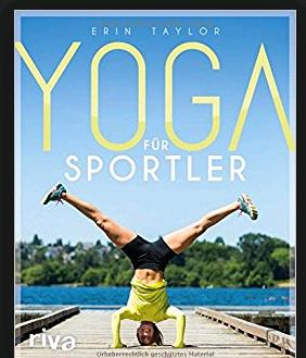 """Jürgen Klinsmann und Bundestrainer Joachim Löw wurden anfangs dafür belächelt, heute hat fast jedes Hochleistungs-Team einen eigenen Athletiktrainer oder Yoga-Lehrer! Der riva-Verlag hat mit """"YOGA für Sportler"""" ein praxisnahes Buch herausgebracht."""