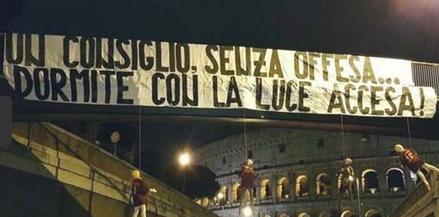 Fußball, Fankultur: In Italien fiebert die Tifoseria meist enthusiastisch mit ihren Clubs. Von Montag bis Sonntag ist der Calcio das bestimmende Thema. Manchmal haben die Fans aber auch zu krasse Ideen – besonders nach einer Derby-Niederlage leben sie sich aus…