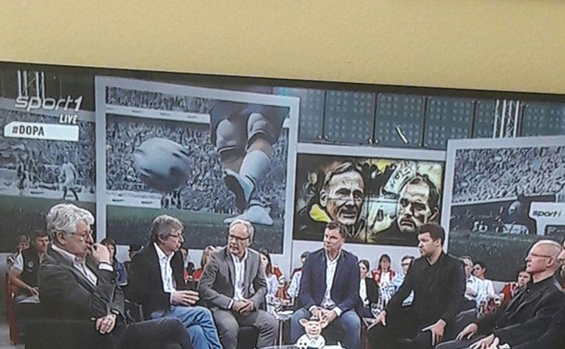 """Fußball, Fernsehen: Im Sport1-Doppelpass nach dem letzten Spieltag, fasste Reporter Marcel Reif die Situation zwischen Trainer Tuchel und Geschäftsführer """"Aki"""" Watzke beim BVB am besten zusammen. Es zeigt auch, entweder rückt man in einer Krise zusammen, oder man geht auf Distanz"""